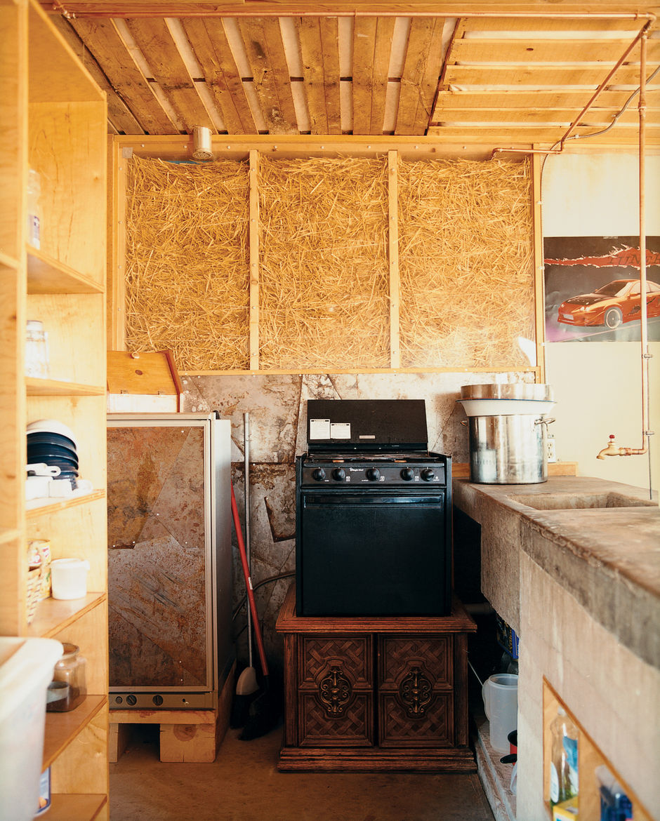 Kitchen and living room walls were constructed of clear and white acrylic panels stuffed with straw to allow for natural ventilation and light to filter softly into the house. The walls leaked after the first winter and the straw sank down in the frames.