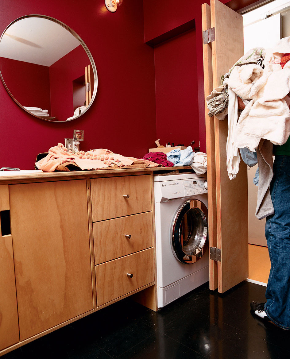 The house's small square footage also necessitated that the bathroom do double duty as the laundry room.