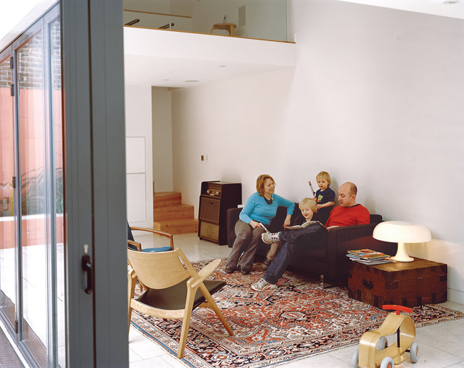 The glass walls that separate the living area from the courtyard fully retract to allow a smooth passage between the two.