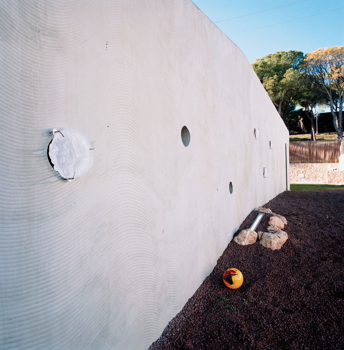 A CNC-cut formwork was used to create the wavy pattern in the home's concrete outer walls.