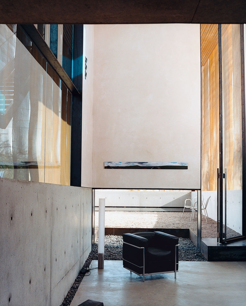 In a portion of the living area, Le Corbusier's LC2 chair is set alongside Pablo Pardo's Elise lamp.