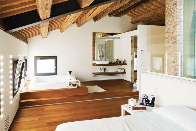 Combined bathroom and bedroom suite