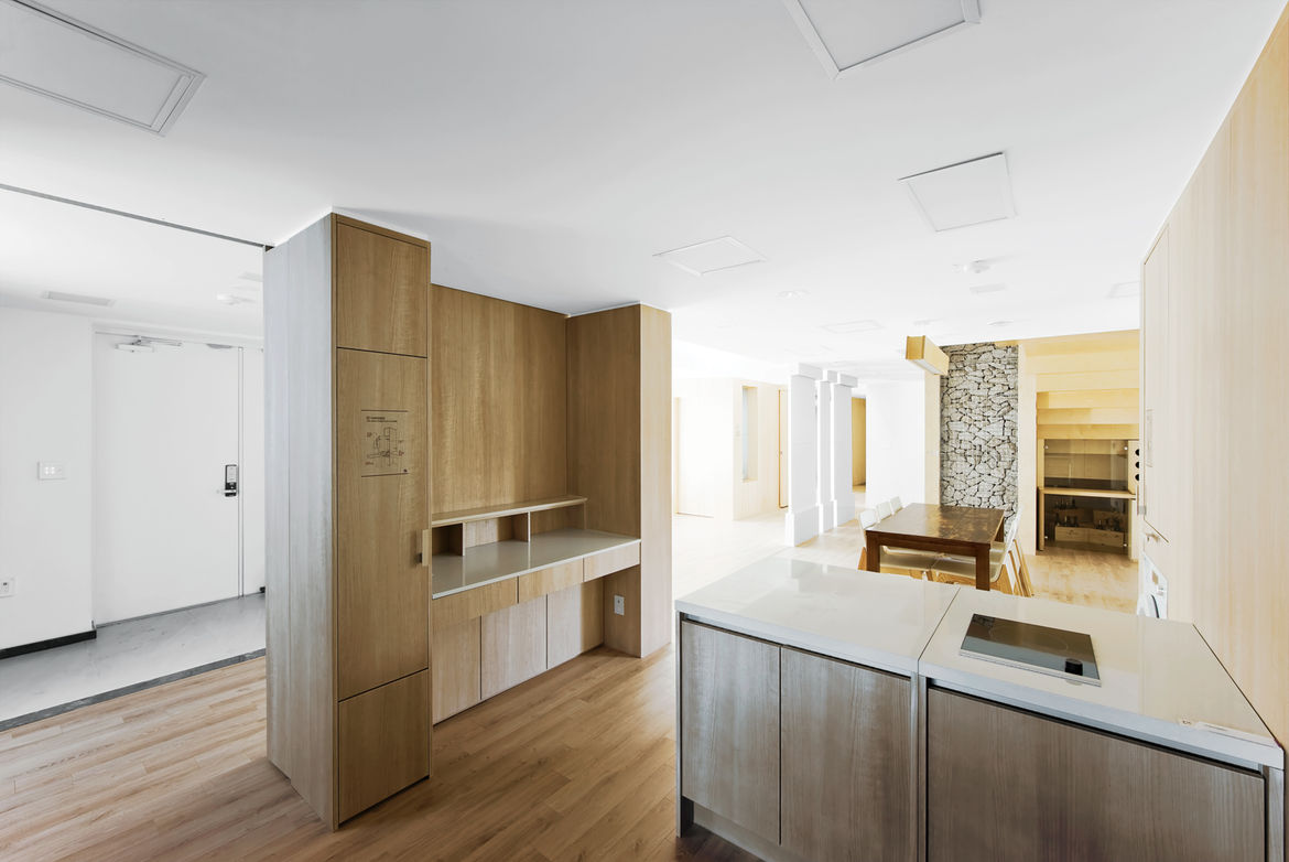 Natural look metal and wood kitchen