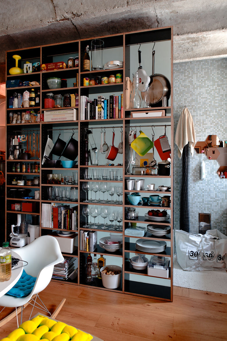 Small kitchen space with exposed dinnerware shelves