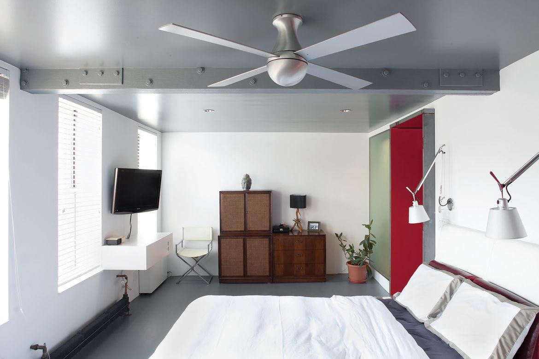 Modern bedroom with ceiling fan