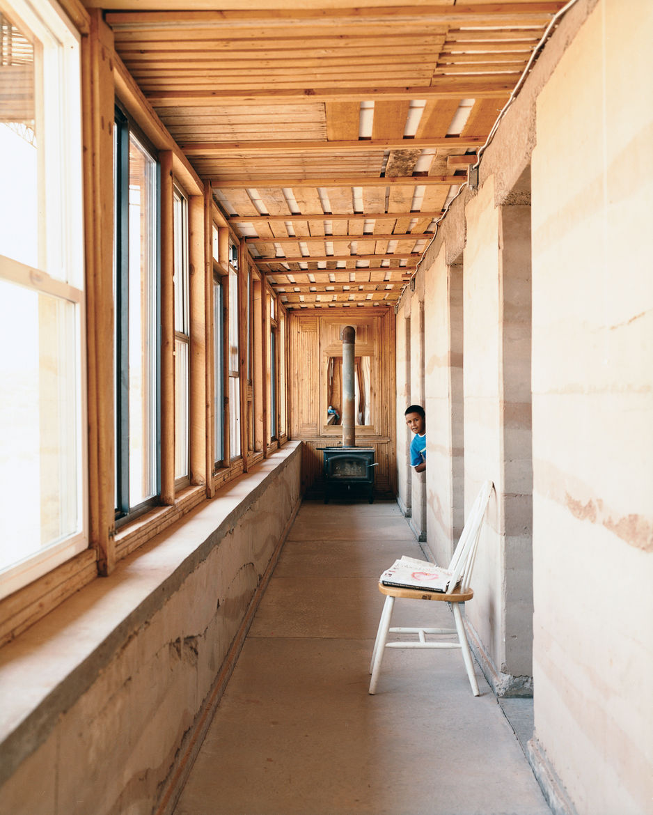 In wintertime, the rammed earth hallway wall serves as the central heating device, soaking up sunlight through south-facing windows and distributing warmth throughout the house. A wood-burning stove at the end of the front hallway provides additional heat