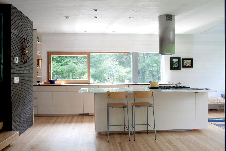 Modern kitchen with Sirius range hood hover