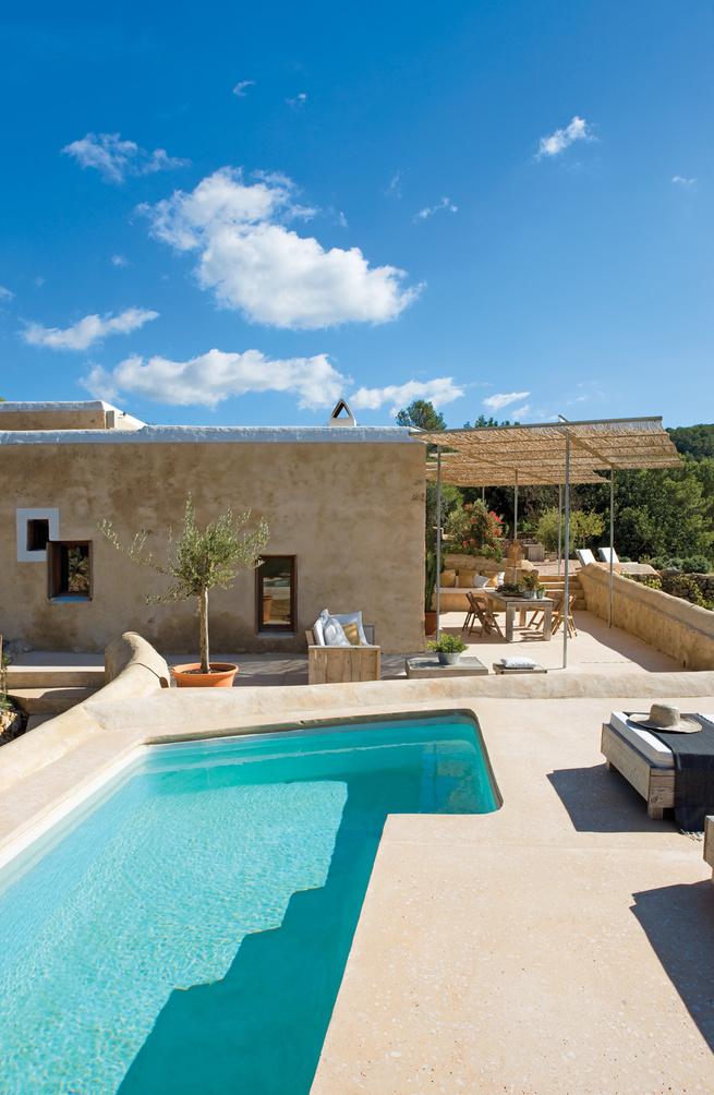 Modern outdoor roof pool