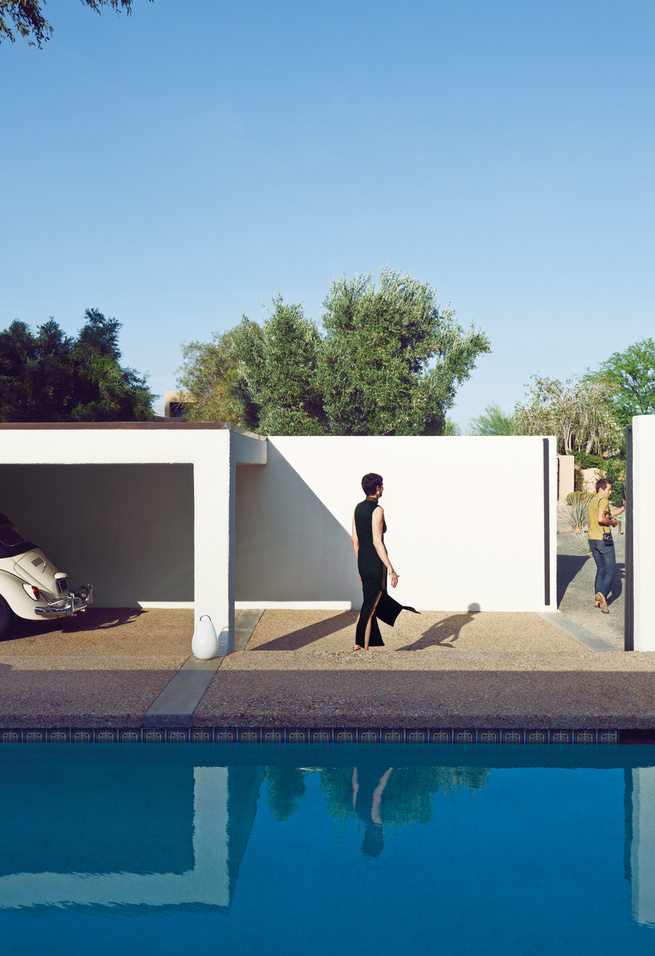 Modern outdoor swimming pool-courtyard with carport
