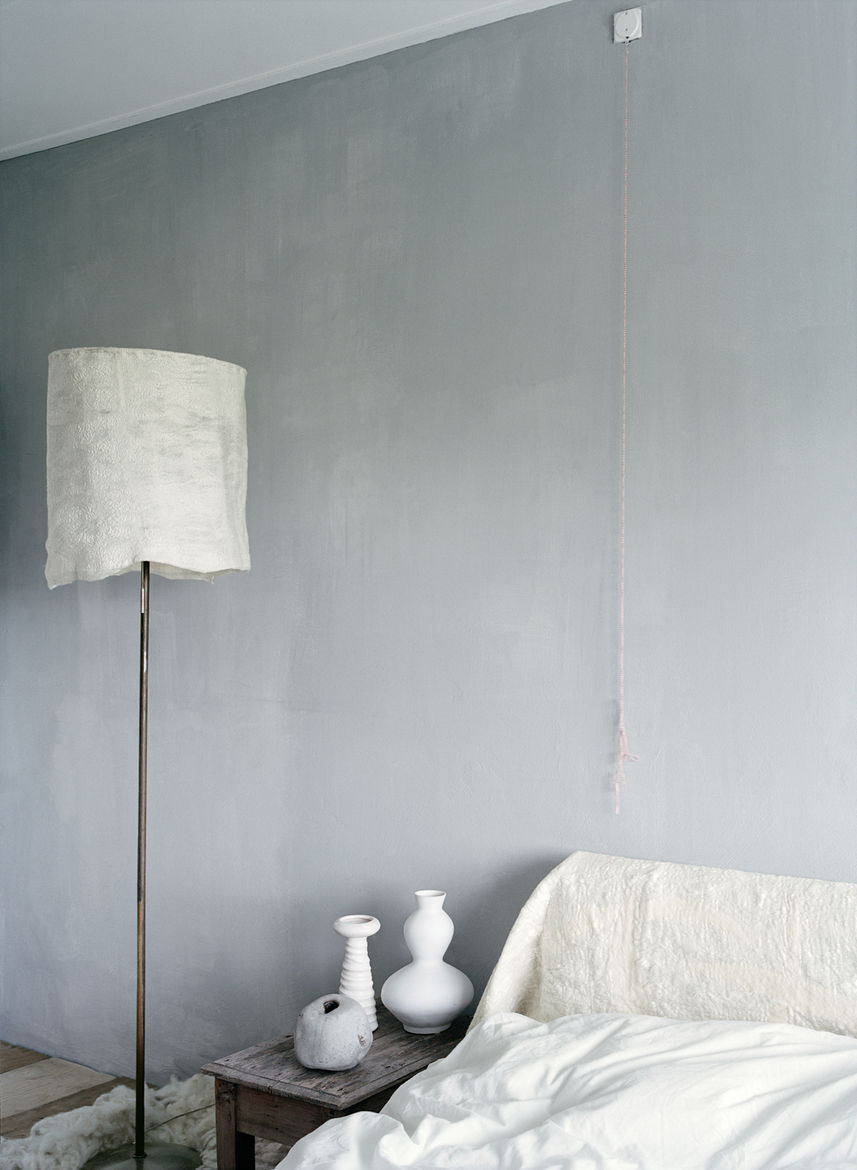 Modern bedroom space with tinted plaster walls and Leen furniture