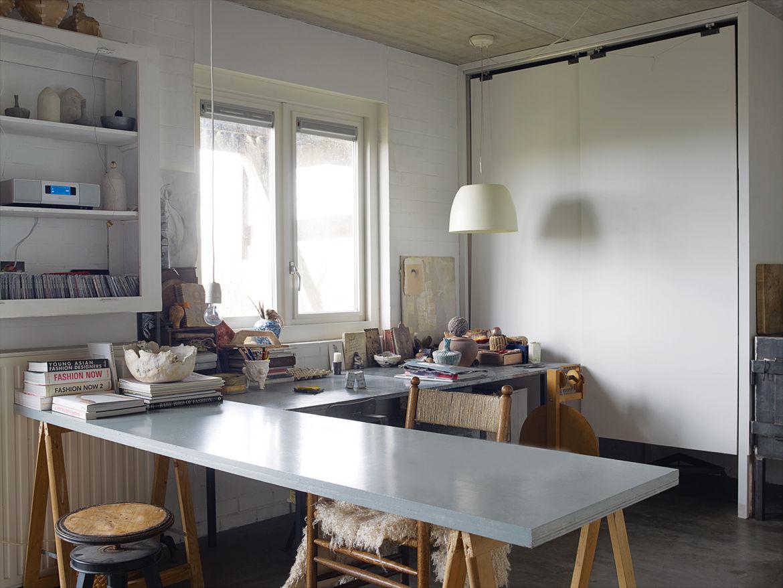 Modern felt studio space with concrete slab table