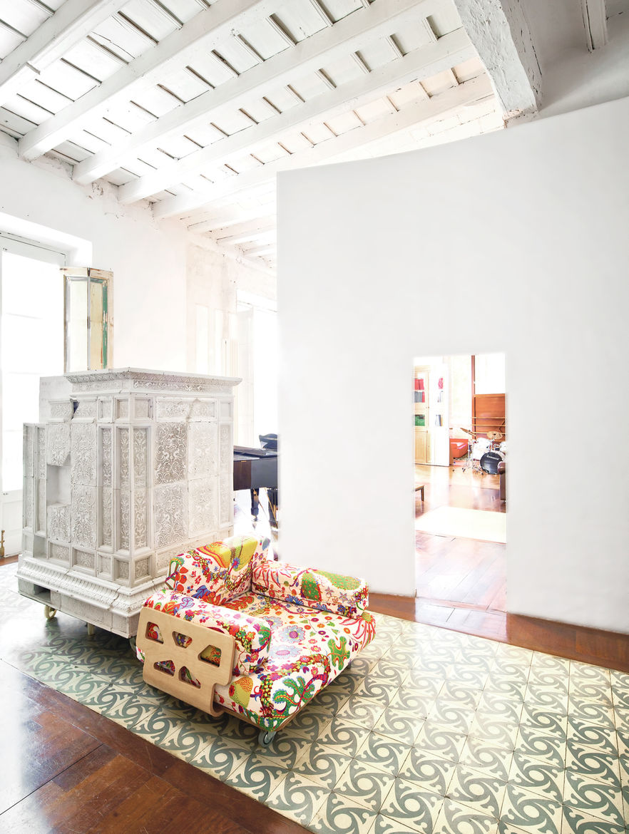 Hallway with repurposed chair and Andalusian tile plaster walls