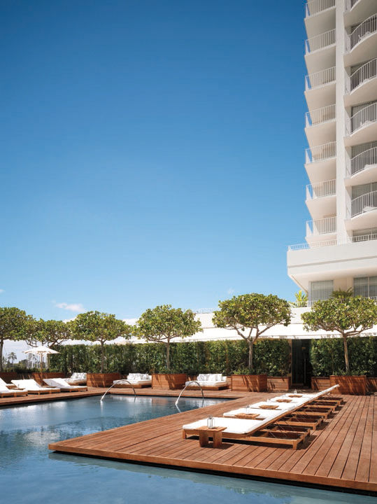 Modern Honolulu hotel pool area