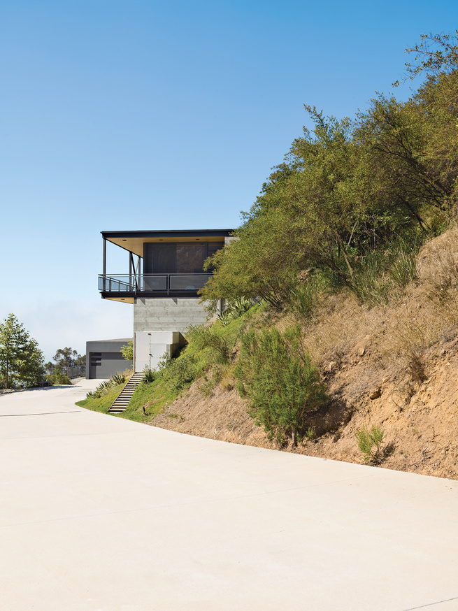 Modern canyon house outdoor incline