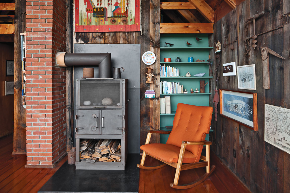 Living and dining area with fire stove and vintage furniture