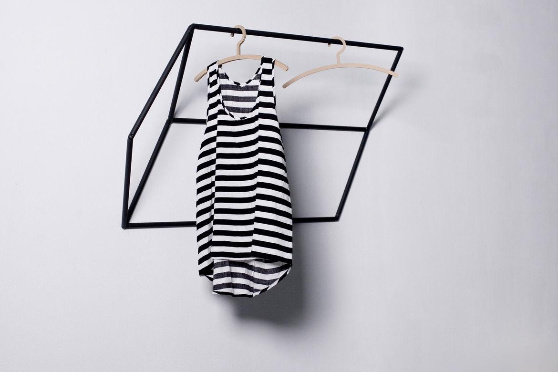 Tilt clothes hanger