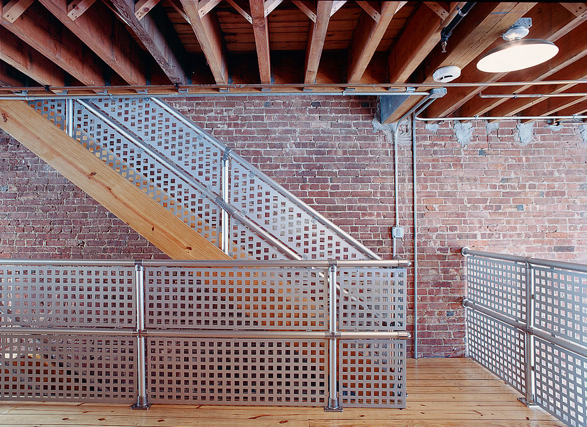 "Darcy Miro and her husband, Lars Weiss, built a four-story town house in Brooklyn. For the banisters and railings around their reading loft, they selected aluminum-magnesium Speed-Rail. They liked the ""inexpensive industrial"" look it provided, explains Mi"
