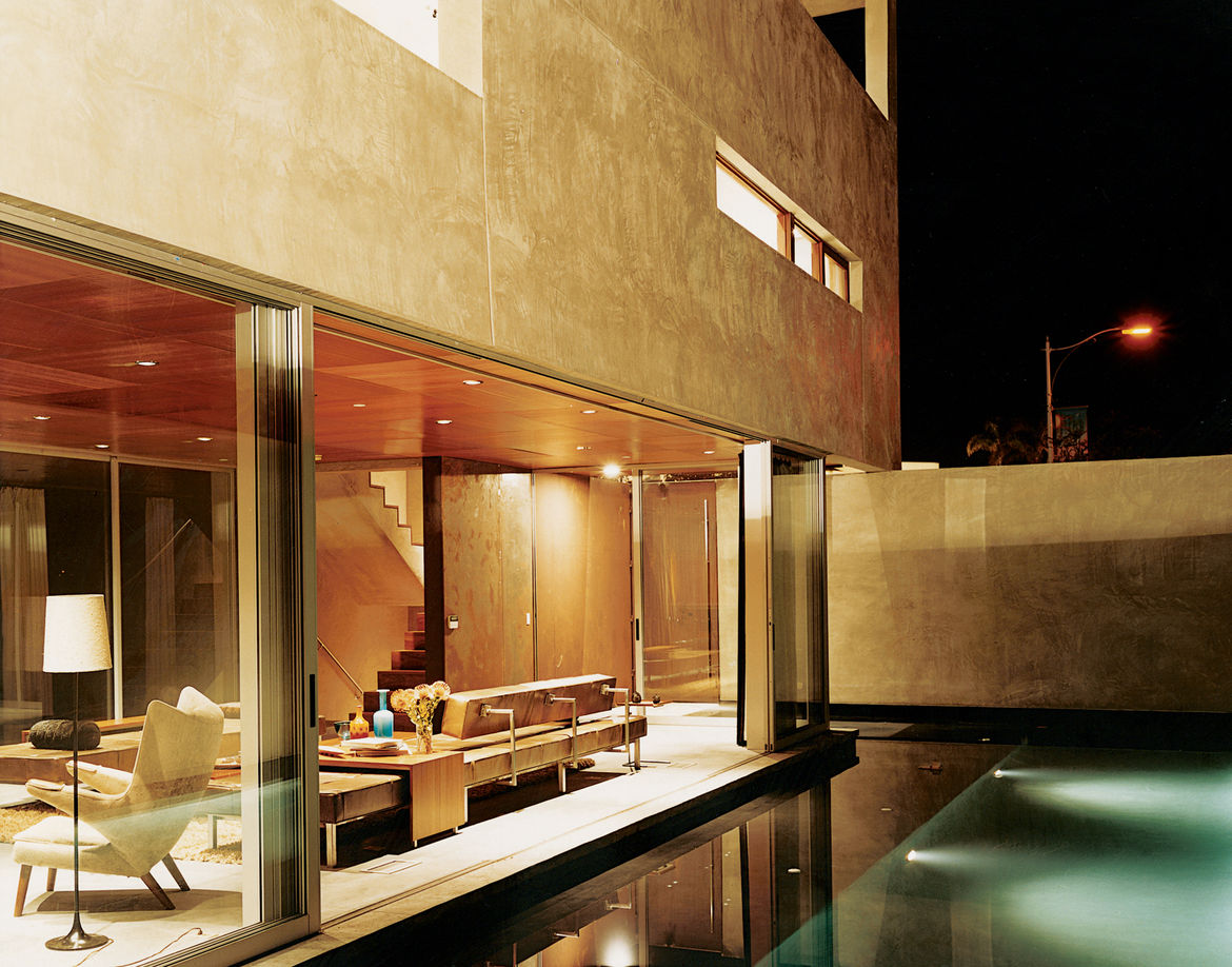 Apart from being visually stunning, the reflecting pool just outside of the living room also acts a sound barrier—the gurgling water cancels out traffic noise.