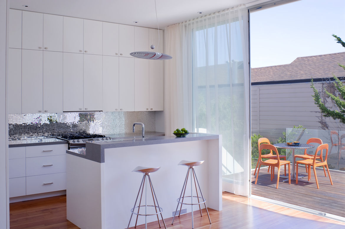 "Grist and Goldberg wanted an open kitchen so their guests could gather around a beautiful space without feeling cramped in a tiny room. Goldberg instantly fell in love with an <a href=""http://www.annsacks.com/home.html"">Ann Sacks</a> glass tile backsplash"