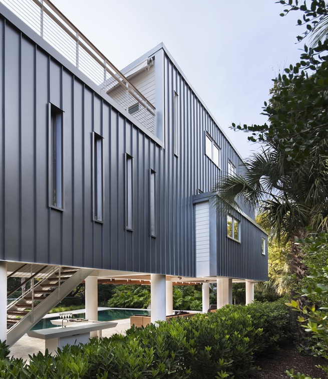 Stephen Yablon Architect used standing-seam metal as the cladding for the rear of the addition.