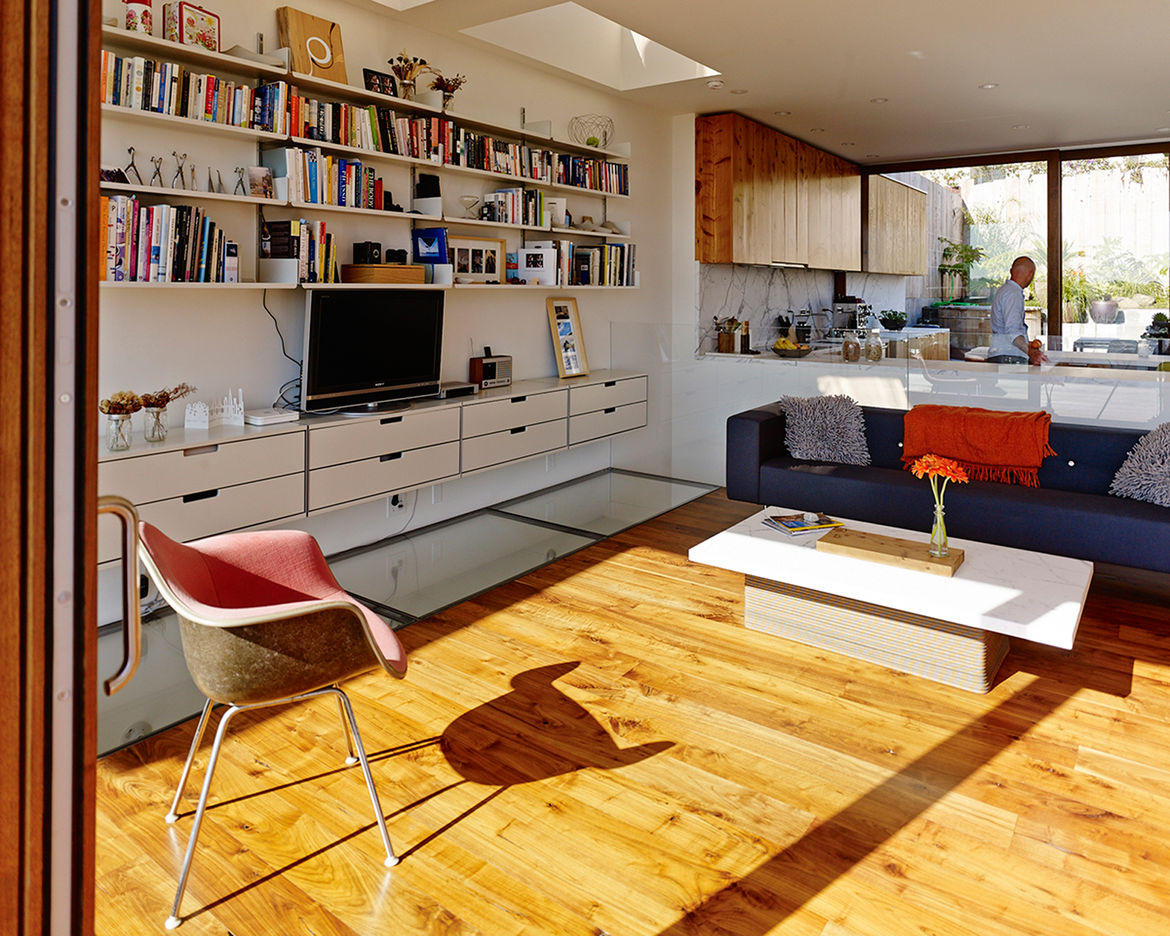 Living room in San Francisco house by Craig Steely