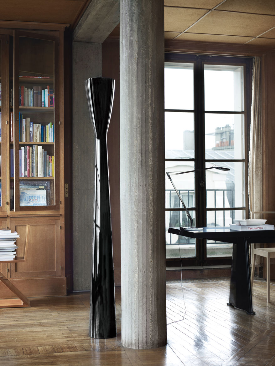 Modern living room with Carrara floor lamp
