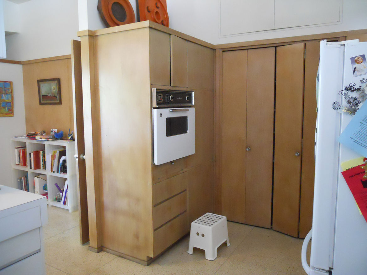 kitchen cabinets prior to renovation