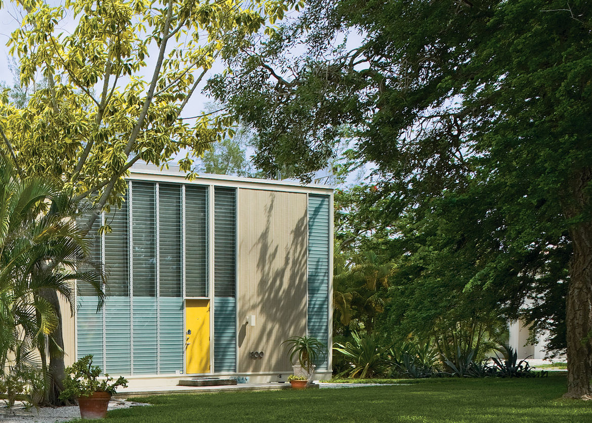 Umbrella House with shading screens by Paul Rudolph