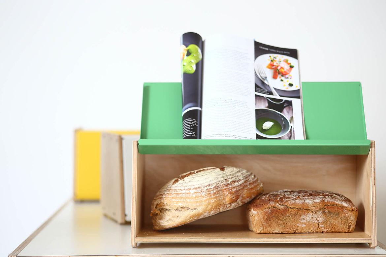 Compact bread bin