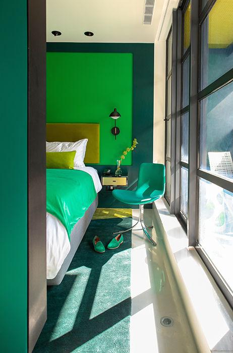 William Hotel green hotel room