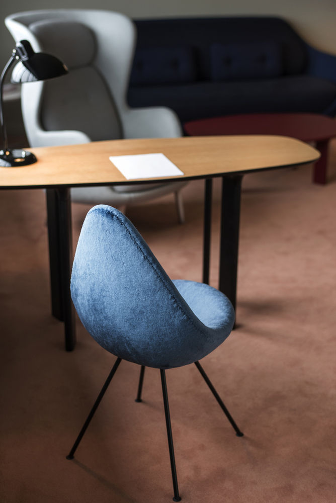 Drop Chair by Fritz Hansen