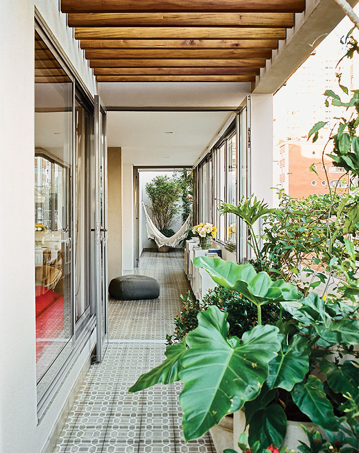 São Paulo apartment outdoor terrace with cement-tile floor