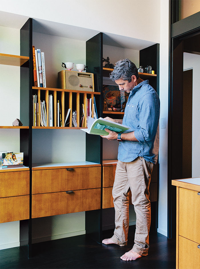George Nelson–inspired built-in shelves in midcentury Portland home