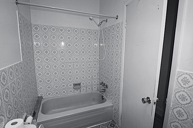 Montreal bathroom before renovation