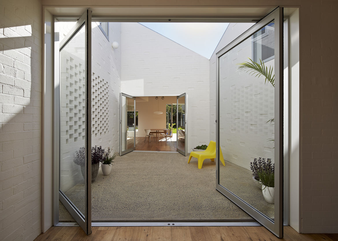 Courtyard connecting two seating spaces