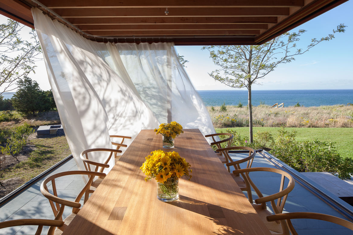 Island Residence Indoor/Outdoor Dining Area