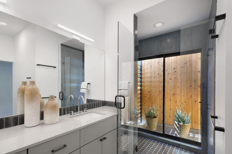 Austin Tree House Master Bathroom