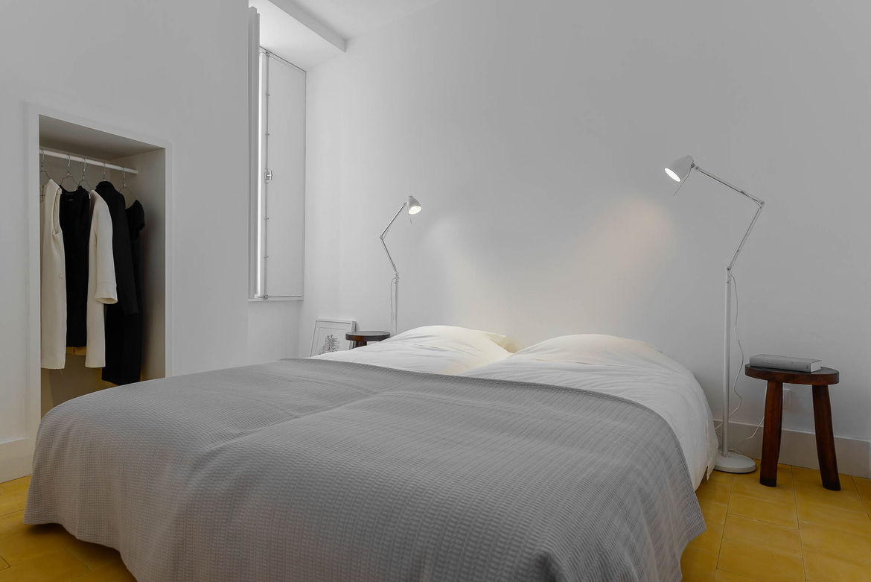 Casa Na tiled bedroom.