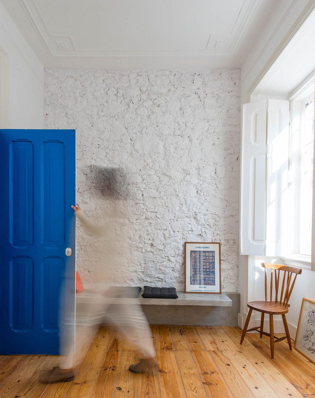 Casa Na blue entranceway.