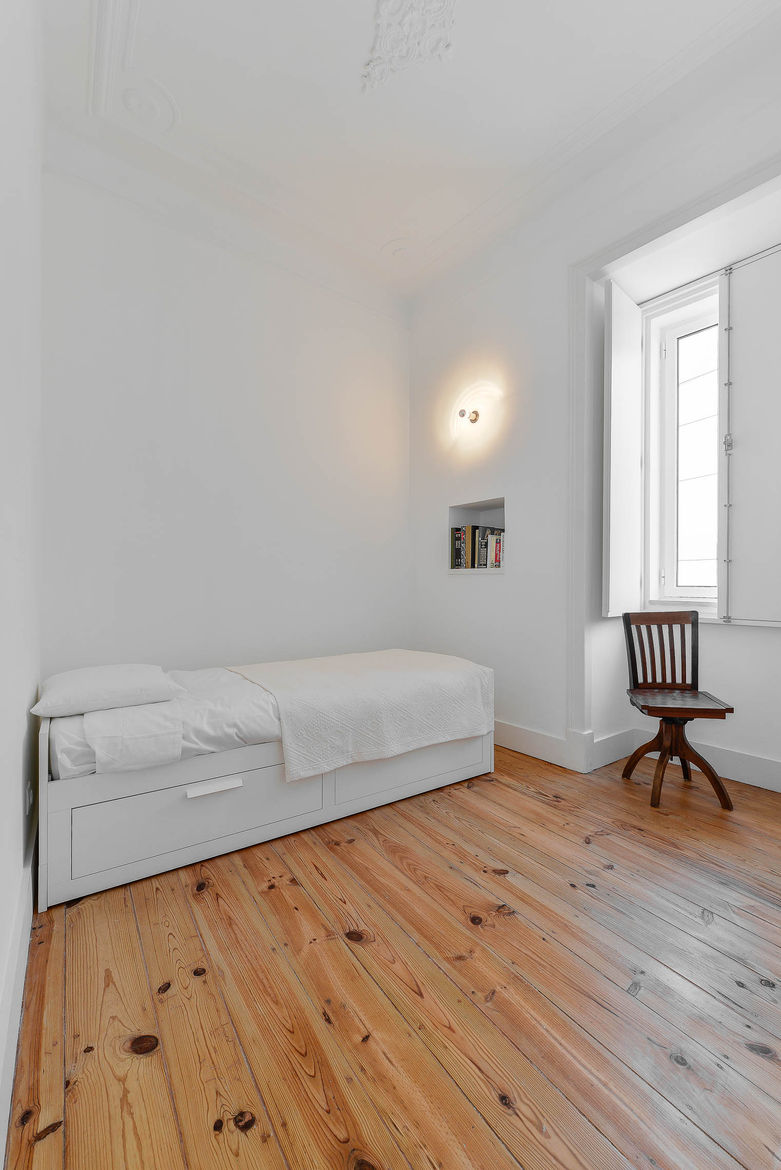 Casa Na guest bedroom with wood floors.