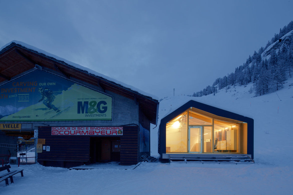 Courymayeur Ski School is made of recyclable materials.