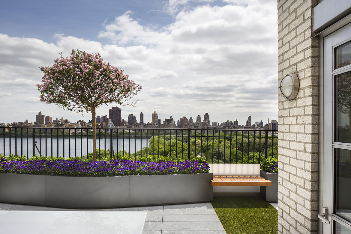 Penthouse terrace's seats and planters