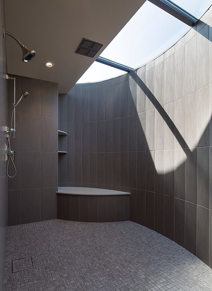 The shower of the Modern Serenity house
