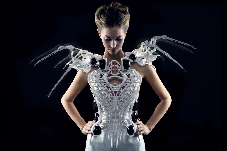 Anouk Wipprecht's Spider Dress 2.0
