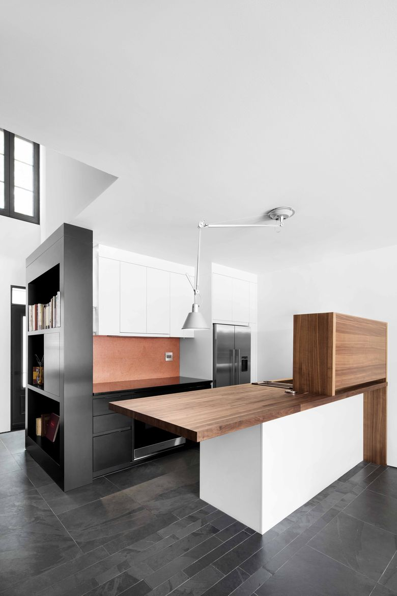 Montreal kitchen with movable lighting