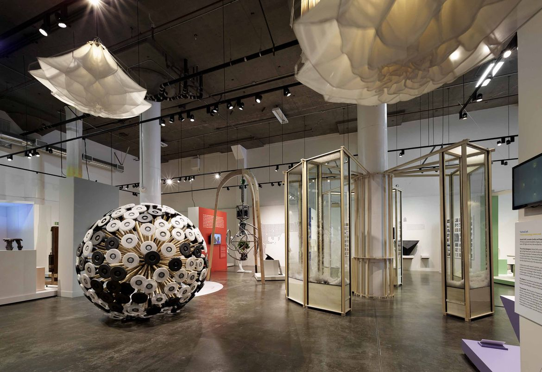 A pavilion by Martijn Koomen and chandelier by Tiddo Bakker