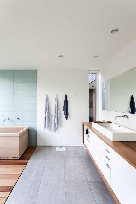 Spa-like bathroom in Seattle