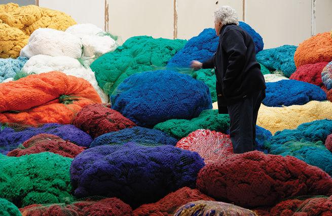 Fiber artist sheila hicks at palais-de-tokyo