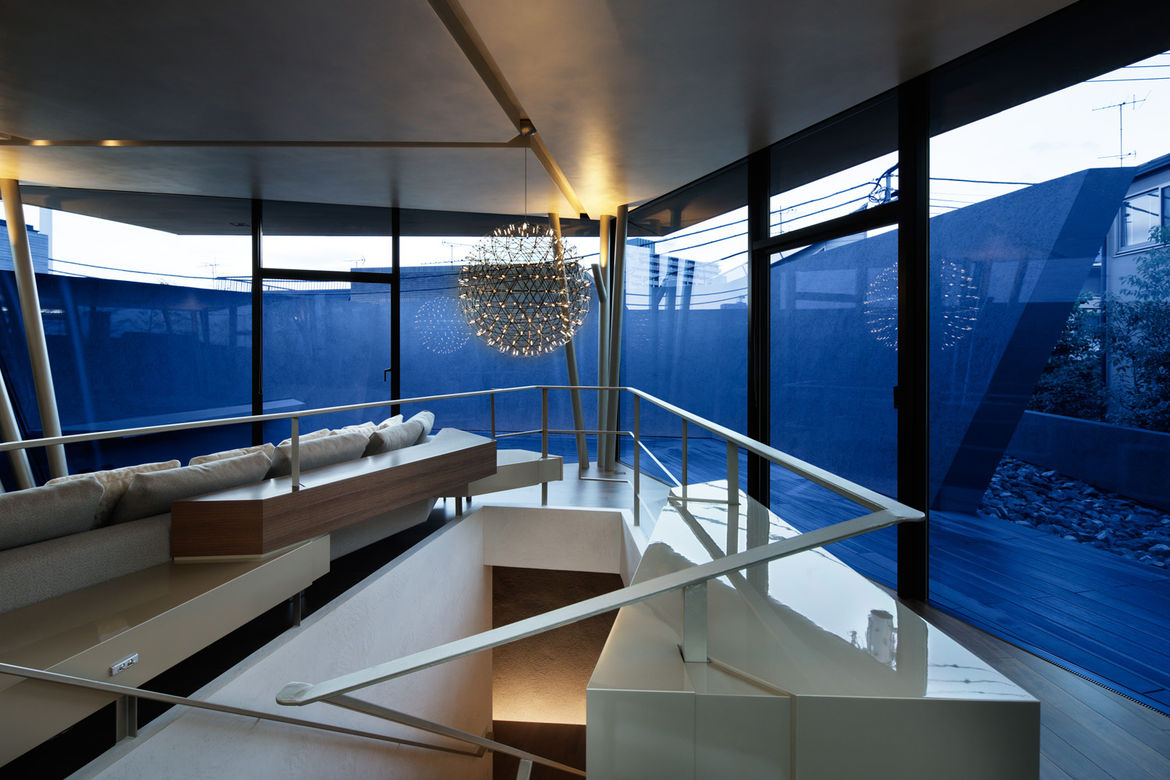 Living room with Raimond pendant lamp by Moooi in Tokyo home by Artechnic.