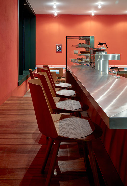 e15 Houdini dining chairs in Berlin restaurant Louis Pretty